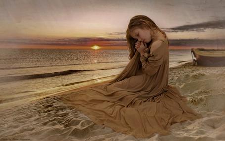 Фото На песке на берегу моря сидит  и грустит нарядная девочка (© Volkodavsha), добавлено: 11.06.2012 01:50