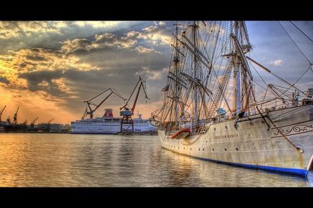 Фото Корабли в порту (© Anatol), добавлено: 12.06.2012 16:00