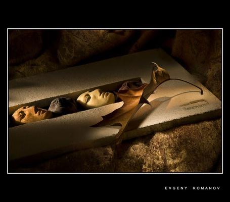 Фото Могильная плита с барельефом в виде посмертных масок - Фото этюды Евгения Романова (© Anatol), добавлено: 15.06.2012 01:36