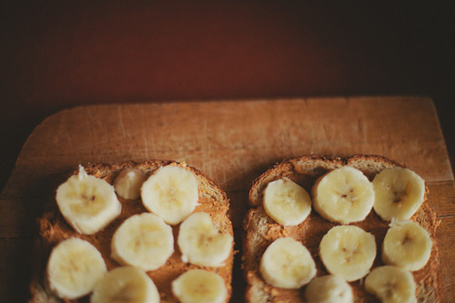 Фото Тосты с бананами на досточке (© Кофе мой друг), добавлено: 16.06.2012 14:06