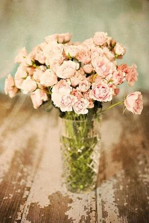 Фото Красивые розы в стеклянной вазе (© Феминистка), добавлено: 18.06.2012 21:02