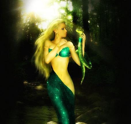 Фото Фотографии с Валерией в образе русалки с змеёй в руке (© Флориссия), добавлено: 20.06.2012 17:15
