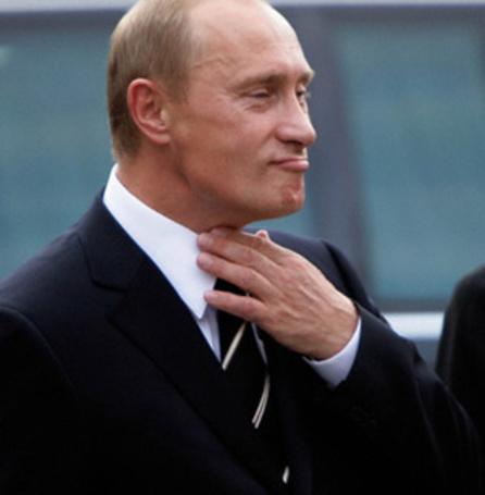 Фото Президент России Владимир Путин поправляющий галстук