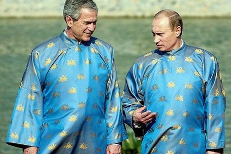 Фото Владимир Путин и Джордж Буш на 14-ом саммите АТЭС в Ханое, в национальной вьетнамской одежде