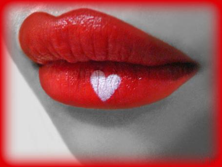 Фото Красные губы с сердечком