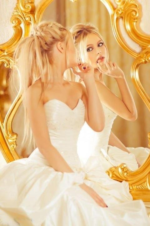 блондинки у зеркала признательны