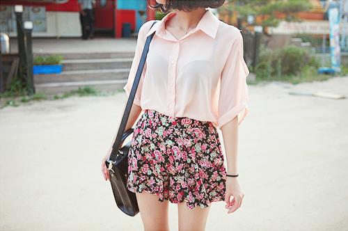 девушка в красном сарафане с белой блузкой фото