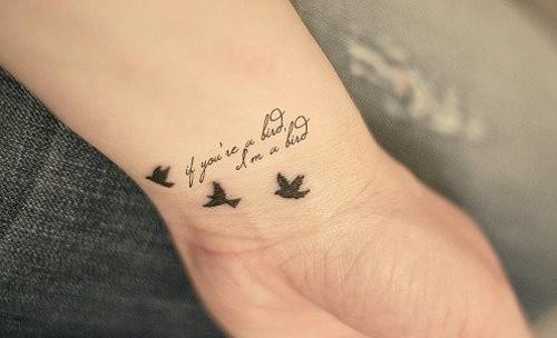 Фото тату на руке с птицами и фразой if