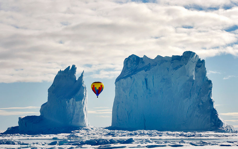 Фото Воздушный шар между айсбергами, Арктик-Бей, Канада / Arctic Bay, Kanada, фотограф Michelle Valberg / Мишель Валберг