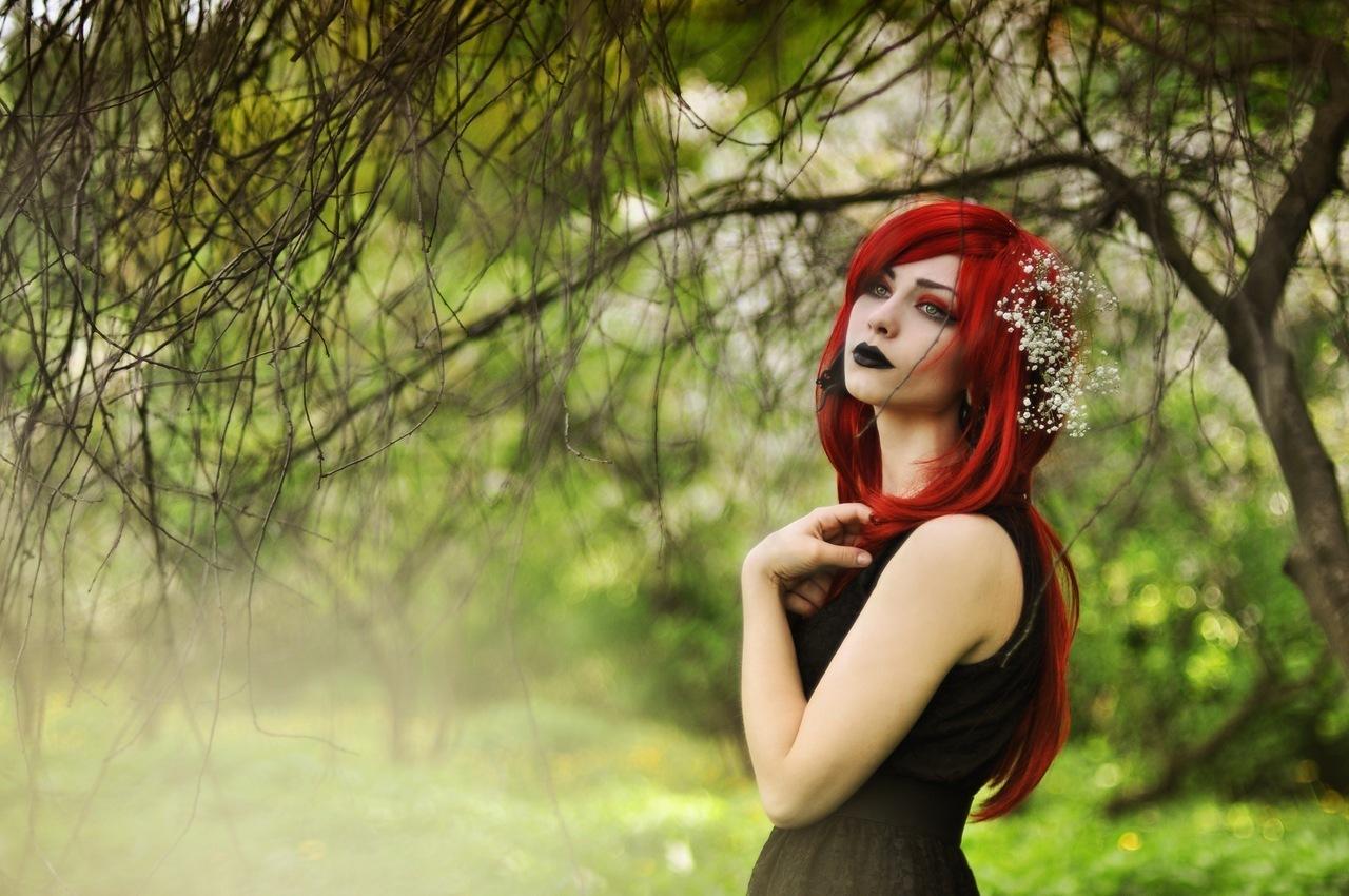 Стриптизерша с красными волосами 2 фотография