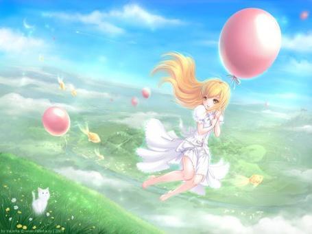 Фото Девушка летит на воздушном шарике высоко над землёй