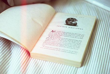 Фото Открытая книга лежит на простыне (© Кофе мой друг), добавлено: 03.07.2012 19:42