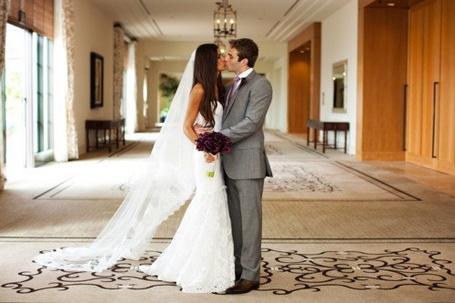 Фото Невеста с женихом целуются (© Mary), добавлено: 03.07.2012 20:55