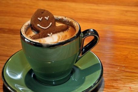 Фото Печенье в виде человечка в чашке с кофе (© Mary), добавлено: 05.07.2012 14:29