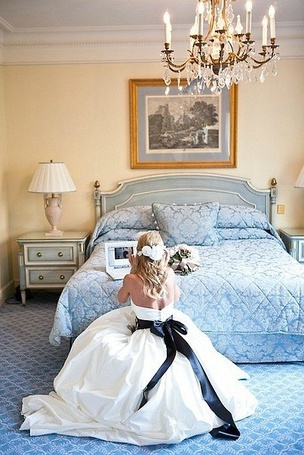 Фото Невеста сидит за ноутбуком (© Mary), добавлено: 05.07.2012 16:49