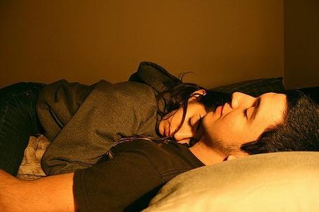 Фото Девушка с парнем спят