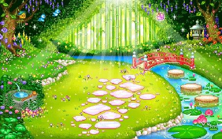 Фото Красивый сад, освещаемый солнцем. Речка, через которую идет красный мостик, с водяными лилиями, лягушками и бревнышками в ней