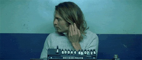 Фото Джон Кристофер «Джонни» Депп II  /John Christopher «Johnny» Depp II  При фотографировании в полиции показывает фак