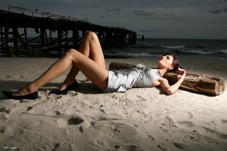 Фото Девушка на пляже у моря (© Anatol), добавлено: 18.07.2012 01:51
