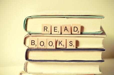 Фото Стока книг и деревянный таблички с надписью ' Read books / Читайте книги ' , фотограф Joy StClaire (© Кофе мой друг), добавлено: 22.07.2012 12:26