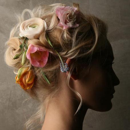 Фото Девушка с цветами в волосах (© Mary), добавлено: 22.07.2012 21:51