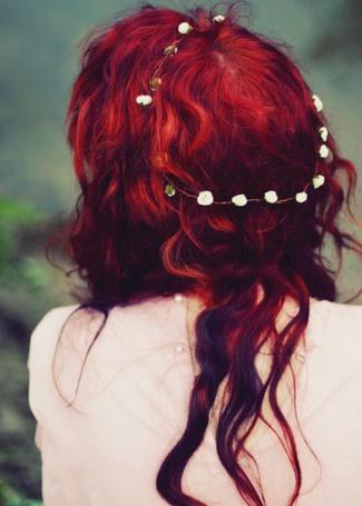 Фото Девушка с красными волосами и ободком в виде цветов на голове (© lemon), добавлено: 23.07.2012 13:55