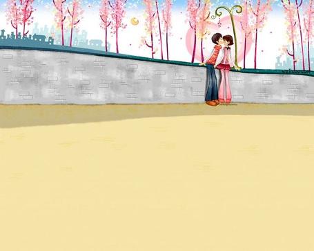 Фото Девушка с парнем целуются в парке под луной