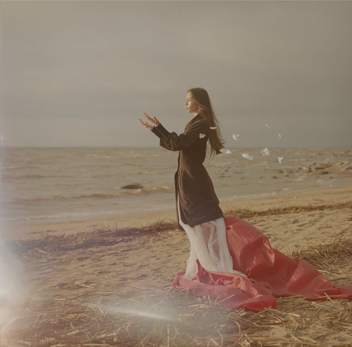 Фото девушка на пляже вечер