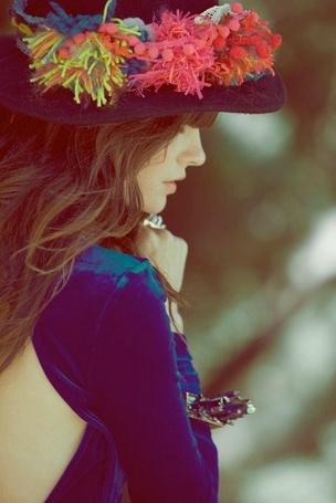 Фото Девушка в шляпе и синем платье (© Mary), добавлено: 10.08.2012 03:00