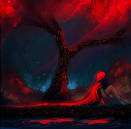 Фото Девушка с красными длинными волосами сидит под деревом, около воды, автор ryky