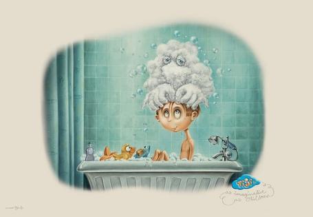 Фото Дети познают мир - ребёнок в ванне, наполненной игрушками, представляет, что ему намыливает голову добрый дух - TiJi
