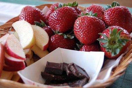 Фото Клубника, яблоки и шоколад (© море), добавлено: 23.08.2012 08:19