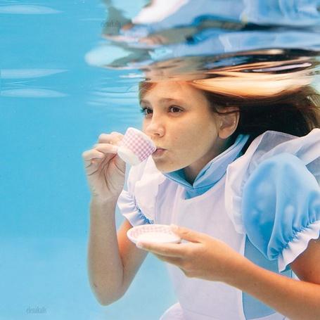 Фото Фотография из серии Alice in Waterland // Алиса в подводном царстве. Фотограф Elena Kalis / Елена Калис