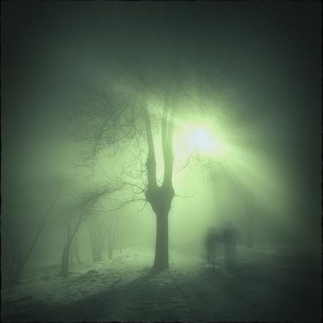 Фото Два призрака прогуливаются по ночной улице (© Флориссия), добавлено: 28.08.2012 10:36