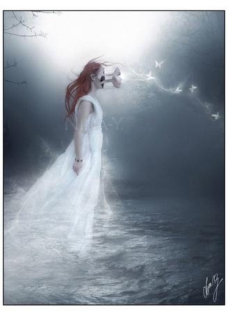 Фото С лица девушки - призрака, плывущей над водой, срывается маска - Nina Y