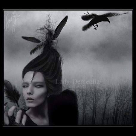 Фото Над головой готичной девушки, держащей в руках птичье перо, пролетает чёрный ворон - Lady-Dementia deviantART (© Anatol), добавлено: 31.08.2012 16:05