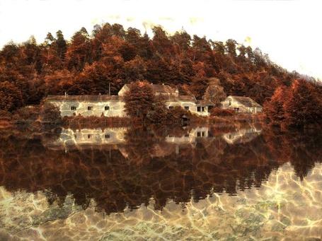 Фото Большой особняк в лесу, стоящий около озера / Фотограф Ларс ван де Гор (© Sveta_Sherer), добавлено: 01.09.2012 10:35