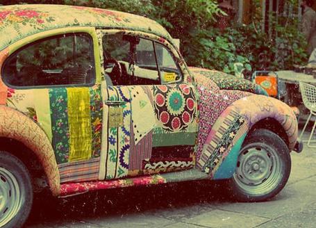 Фото Ретро-авто с оригинальным орнаментом (© ВалерияВалердинова), добавлено: 01.09.2012 16:10