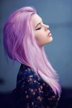 Фото Девушка с фиолетовыми волосами