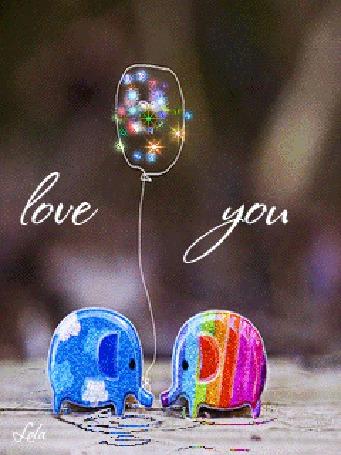 Фото Два разноцветных игрушечных слоника с воздушным шариком ( love you / люблю тебя ), lola