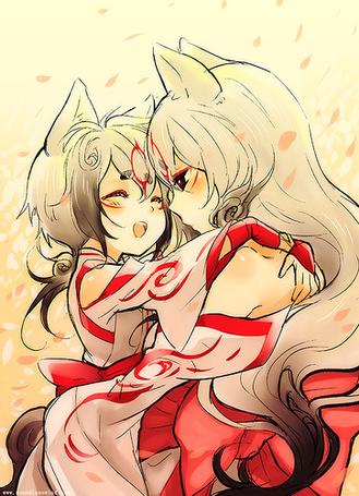 Фото Amaterasu / Аматерасу и Чибитерасу / Chibiterasu из игры Оками / Okami обнимаются среди падающих розовых лепестков сакуры
