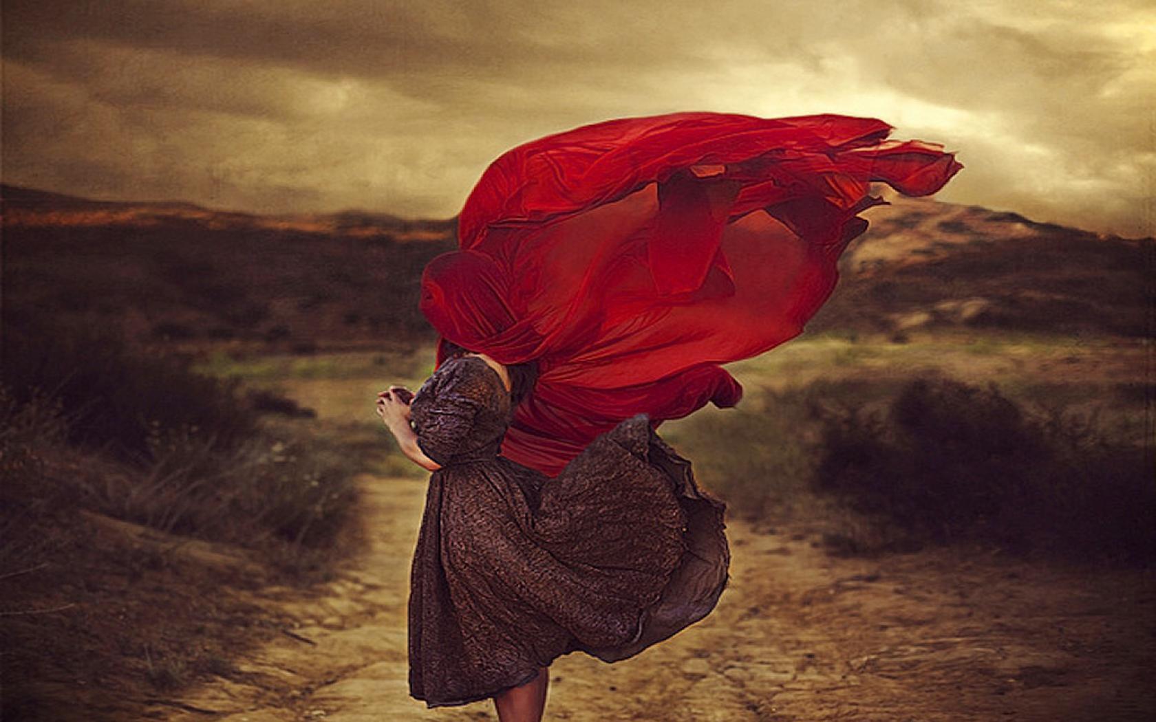 Девушка в поле с платком фото