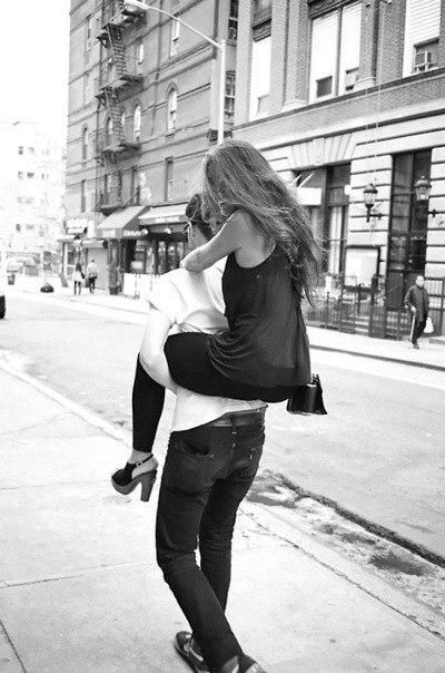 Фото парня и девушки со спины на аву в контакт