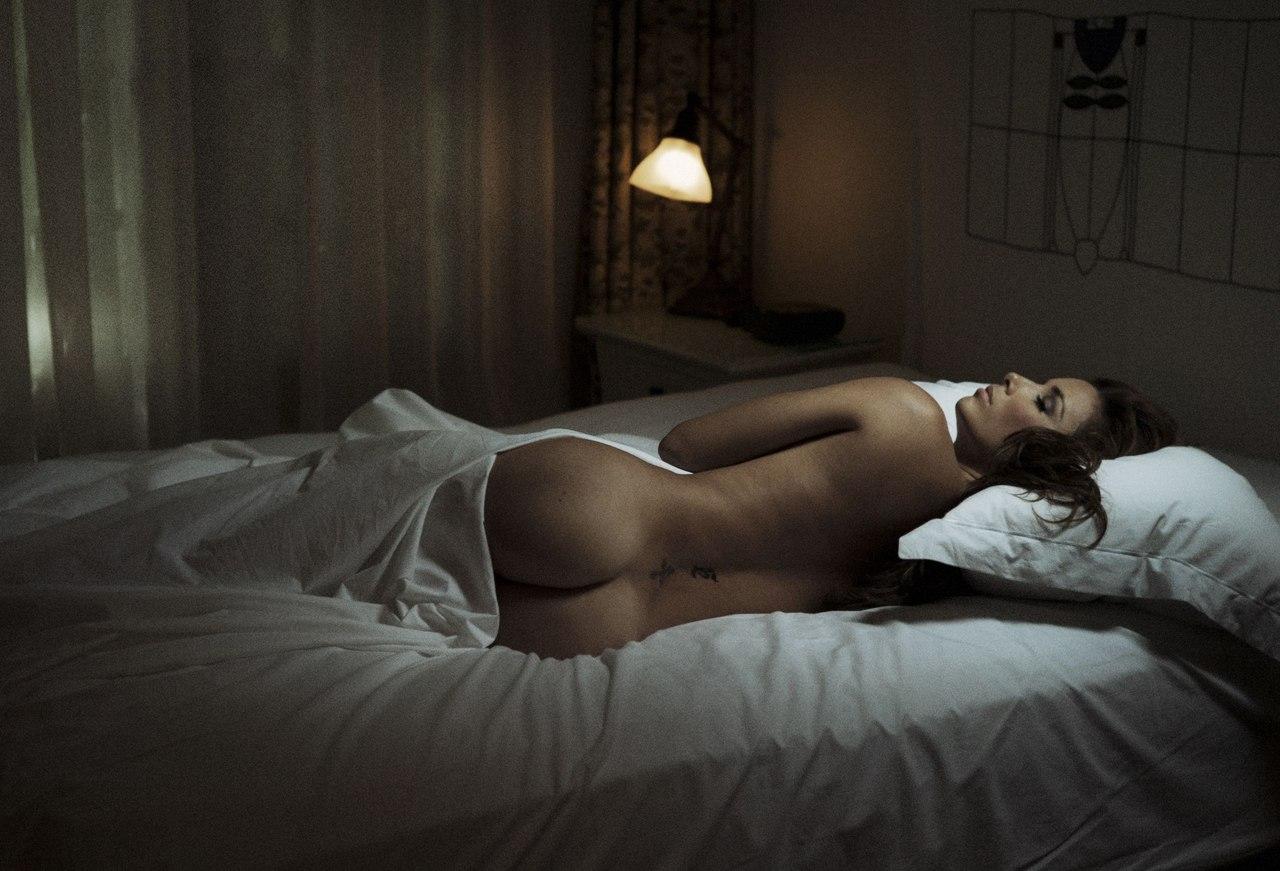 Фото девушка спит обнаженная 9 фотография