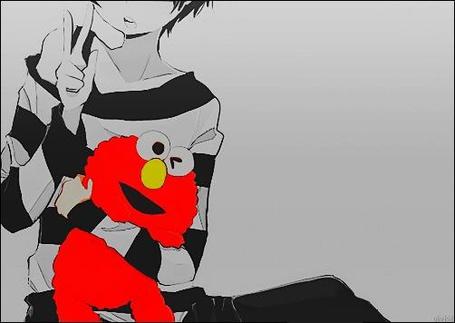 Фото Парень в черно-белой полосатой кофте держит ярко-красную игрушку (© Фенн), добавлено: 02.10.2012 16:08