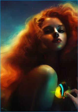 Фото Красивая рыжеволосая девушка под водой держит в руке жёлтую рыбку (© Флориссия), добавлено: 12.10.2012 14:47