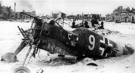 Фото Останки немецкого истребителя Мессершмитт Bf.109 / Messershmitt Bf.109, брошенные под Москвой во время отступления немецкой армии 'Центр'