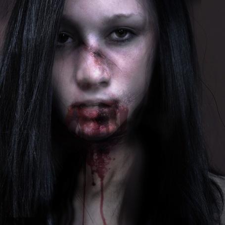 Фото Брюнетка с ранами и кровоподтеками на лице, фотограф Jenn Violetta (© Radieschen), добавлено: 17.10.2012 08:20