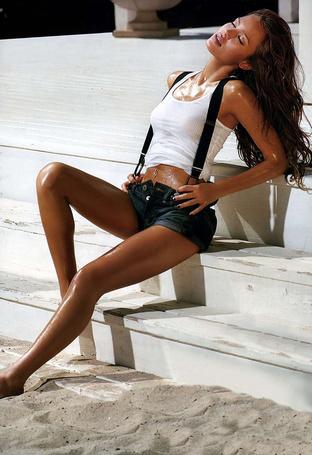 Фото Американская актриса и модель Джессика Альба / Jessica Alba в фотосессии Гэвина Бонда / Gavin Bond для журнала GQ, февраль 2008 год (© Morena), добавлено: 18.10.2012 10:42