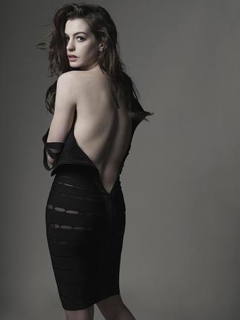 Фото Американская киноактриса Энн Хэтэуэй / Anne Hathaway в фотосессии Марка Селиджера / Mark Seliger для журнала GQ, 2010 год